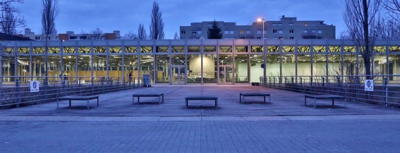 Foto Turnhalle bläulich